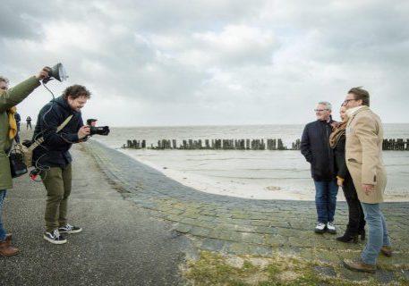Voorstellen cast Peter Grimes opera bij Moddergat. FOTO: MARCEL VAN KAMMEN